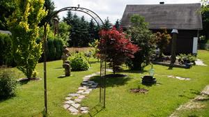 Ferienwohnungen und Pensionszimmer, großer Garten